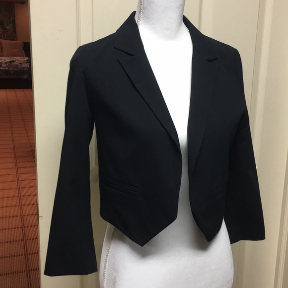 Frenchi Jackets & Blazers - Simple cropped blazer